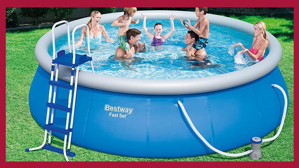 großes Poolset von Bestway mit Pumpe in Leiter im Set. Im Pool planschen sechs Personen